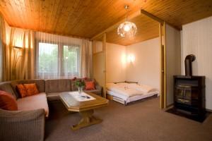 Wohnzimmer und 2. Schlafzimmer im App. L 1