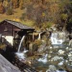 Die Islitzer-Mühle in Hinterbichl im Herbst
